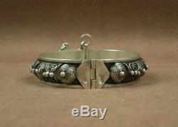 Beautiful Antique Berber Bracelet In Sterling Silver & Email Poincon Cow Morocco