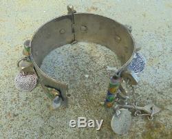 Ancien bracelet en argent massif. Berbère. Maroc. 19e debut 20 eme siècle