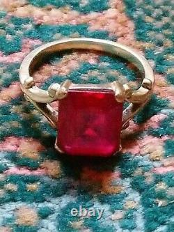 Bague ancienne en or jaune 14 carats art déco sertie d un rubis T 60