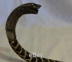 Canne ancienne serpent et tete en argent (avec de la laque dans les vertèbres)