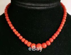 Collier ancien perles facetteé en corail en or massif / 35cm
