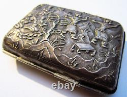 Magnifique et ancienne boite décorée en argent massif Siam Thailande 19e